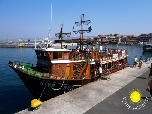 Výletní loď v Nesebaru