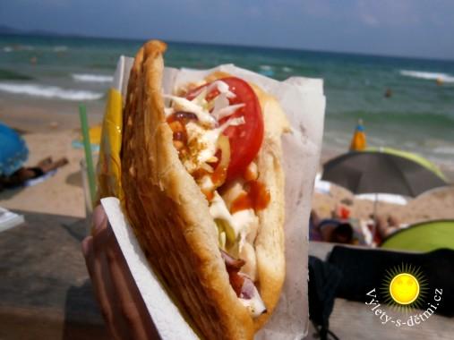 Opravdu dobrý kebab ze stánku na pláži v Primorsku (cena 5 BGN)