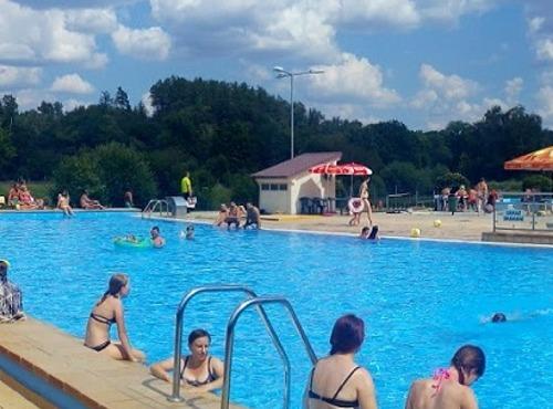Panoramatický pohled na hlavní bazén.