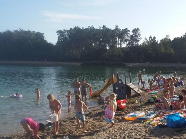 Jezero Konětopy - koupání na písčité pláži