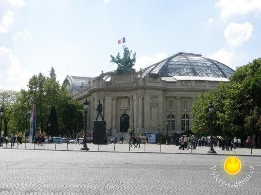 Champs-Elysées v Paříži