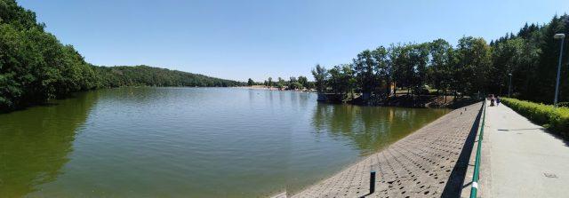 Pohled na Hostivařskou přehradu od hráze
