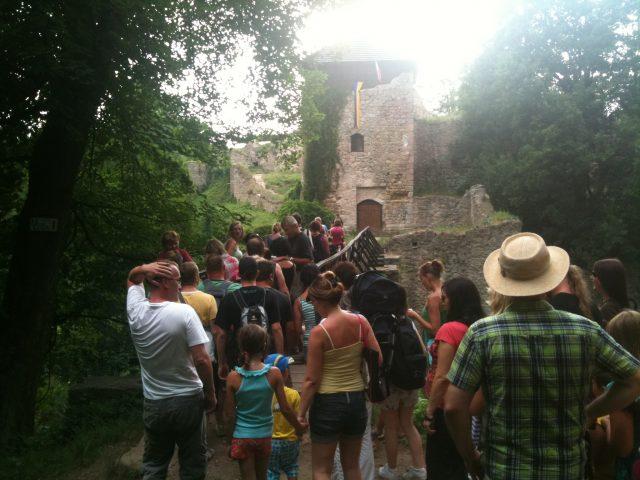 Návštěvníci hradu Lukov