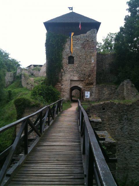 Vstupní brána hradu Lukov