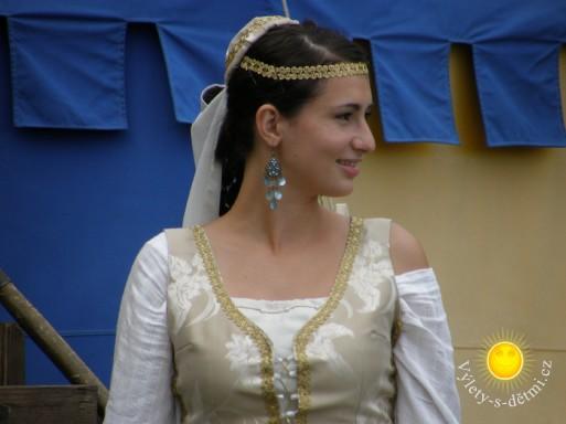 Historické kostýmy na hradě Štenberk na Moravě