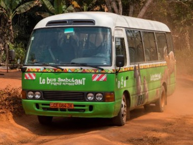 První jízda Toulavého autobusu v Zoo Praha