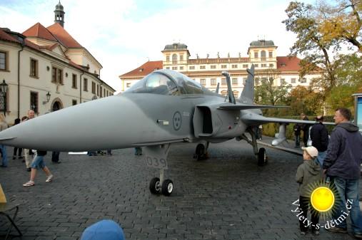 Výstava techniky AČR u Pražského hradu